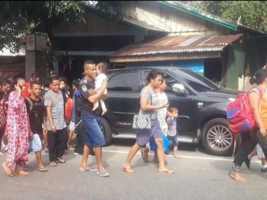 Gempa M 6,8 di Ambon, Warga Panik Mengungsi ke Tempat yang Lebih Tinggi