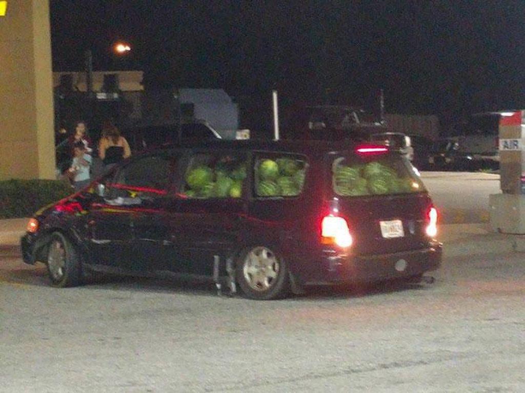 Begini Jadinya Kalau Borong Semangka hingga Keripik Sampai 1 Mobil!