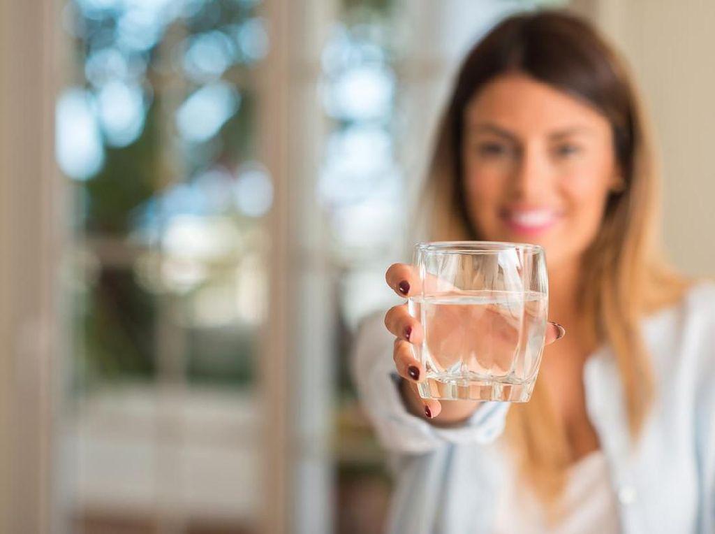 Ternyata Air Putih Bukan Cairan Terbaik Untuk Hilangkan Rasa Haus