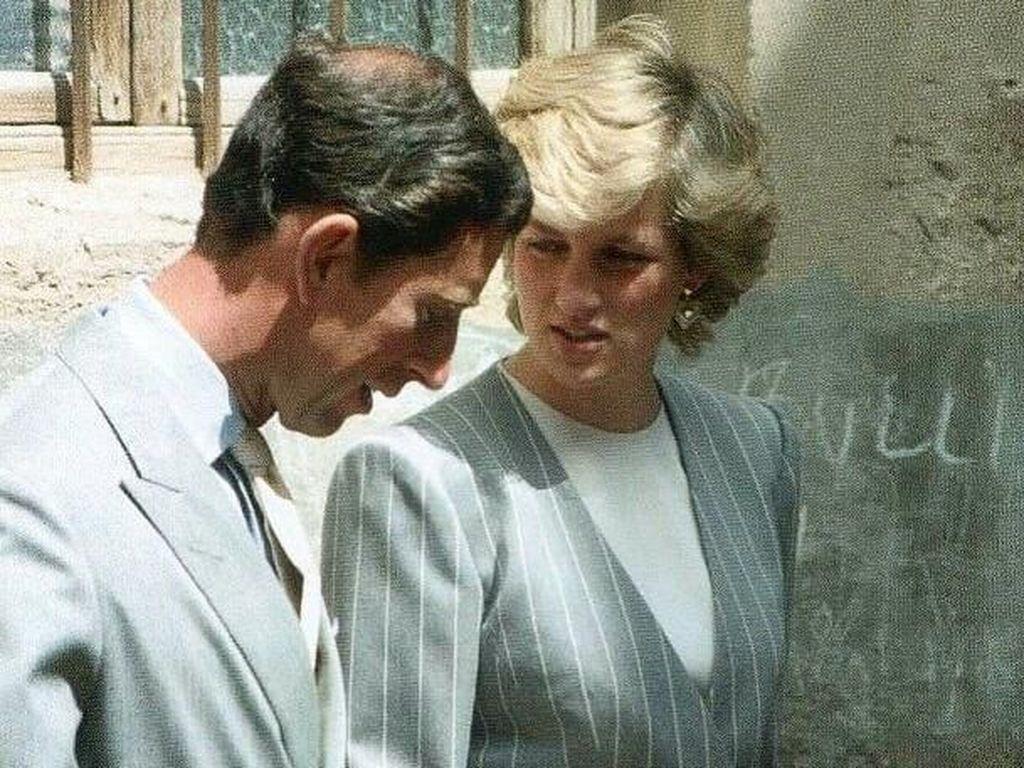 Ratu Elizabeth Disebut Desak Pangeran Charles Ceraikan Putri Diana
