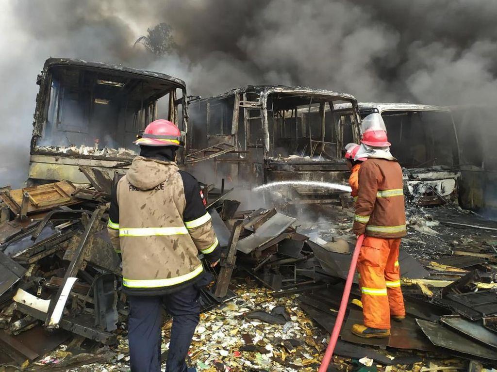 22 Bus Bekas TransJakarta Terbakar