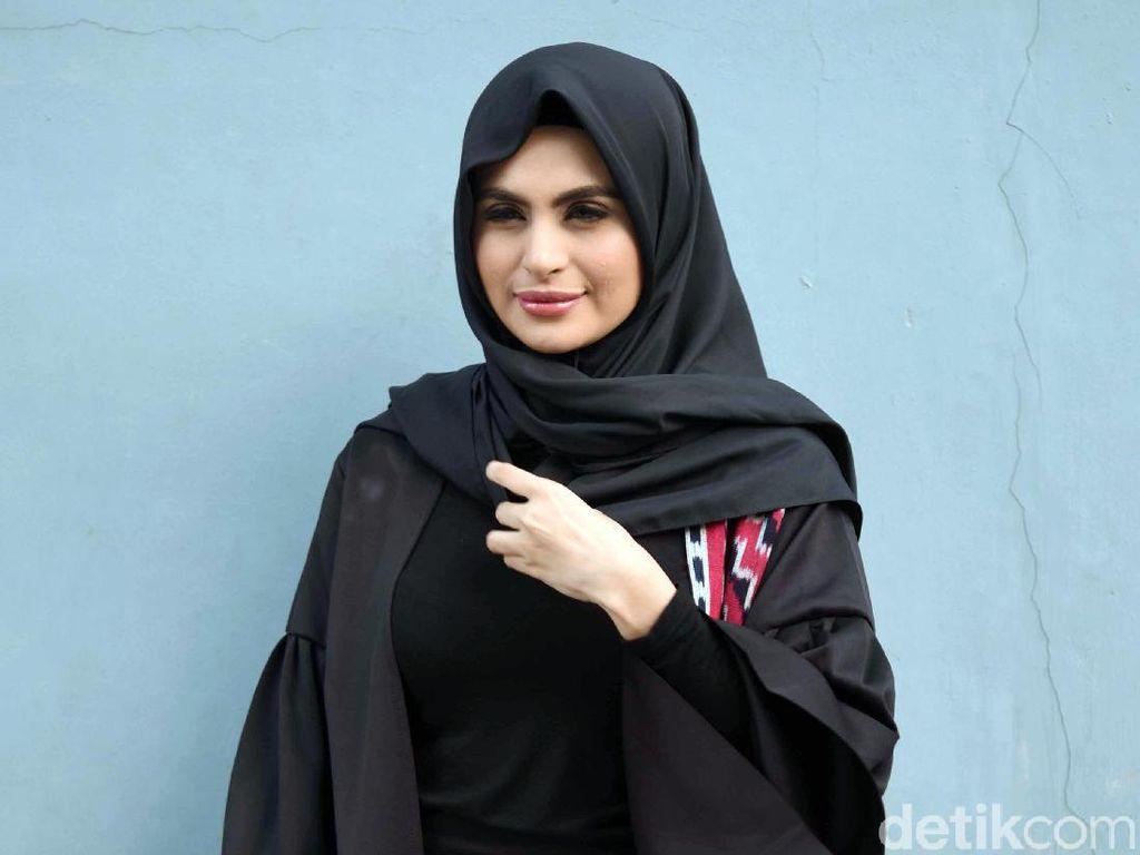 Kembali Unggah Foto Tanpa Hijab, Asha Shara Ngaku Ada Masalah