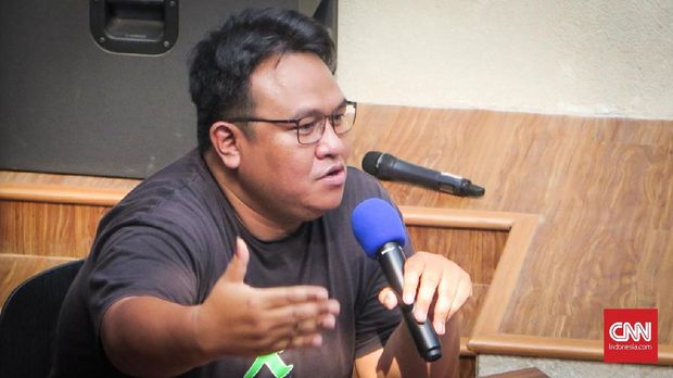 Jokowi 'Balik Badan' Ditanya soal Penangkapan Dua Aktivis