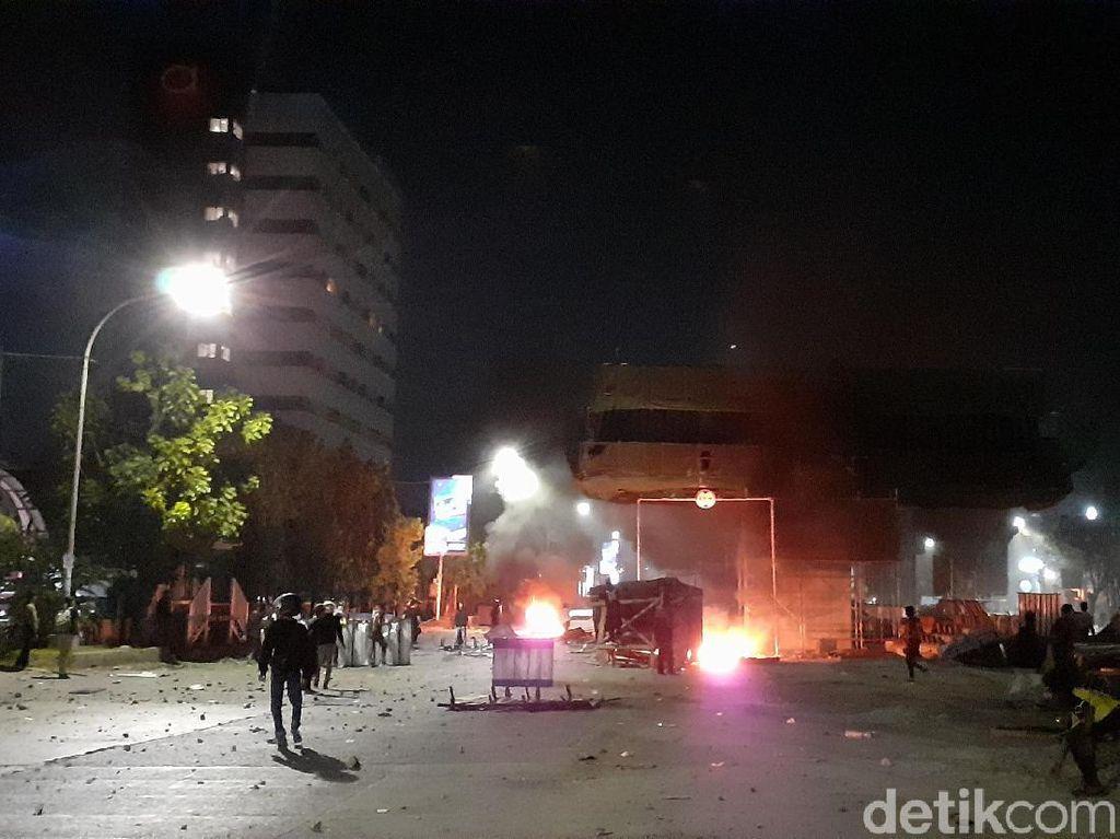 Demo di Makassar Masih Ricuh, 1 Orang Terlindas Kendaraan Taktis Polisi