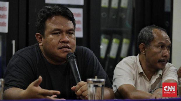 Pendiri rumah produksi Watchdoc, Dandhy Dwi Laksono saat memberikan keterangan terkait penangkapannya, di Kanto AJI. Jakarta, Jumat, 27 September 2019.
