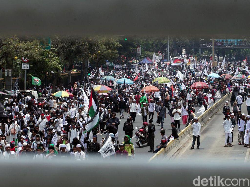 Usai Gelar Aksi di Patung Kuda, Massa Mujahid 212 Bubar