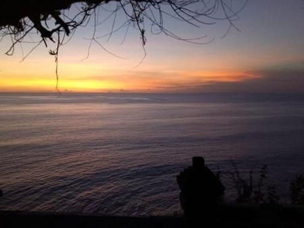 Romantis, Sunset di Pura Uluwatu Bali
