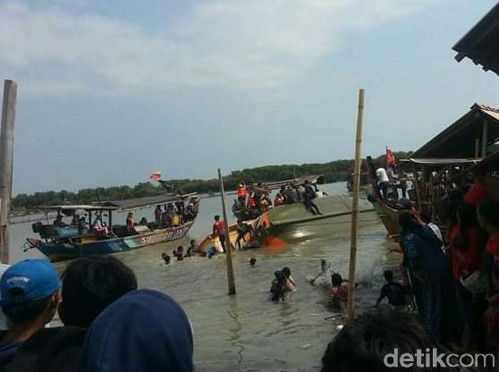 Perahu Motor Tenggelam Saat Pesta Laut di Brebes