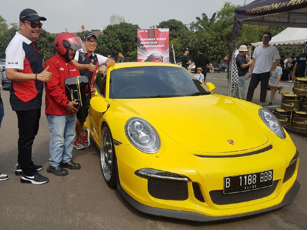 Pertamax Turbo Diuji Mobil-mobil Porsche