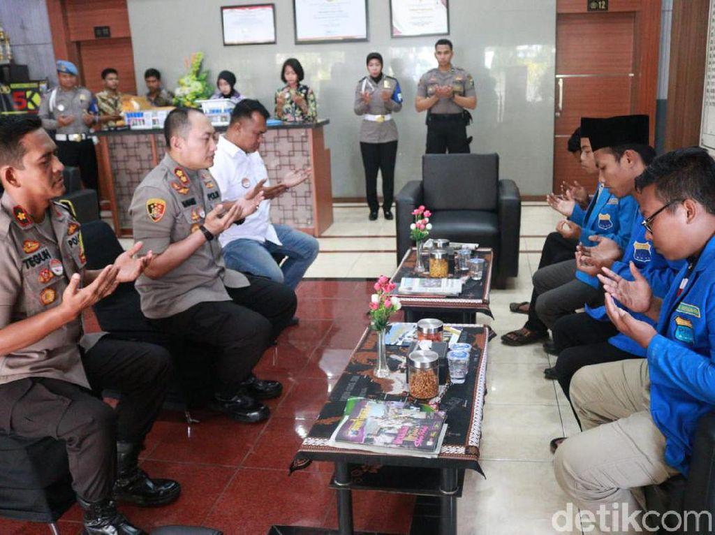 Doa Bersama Untuk Randi Digelar Mahasiswa dan Polisi di Tuban