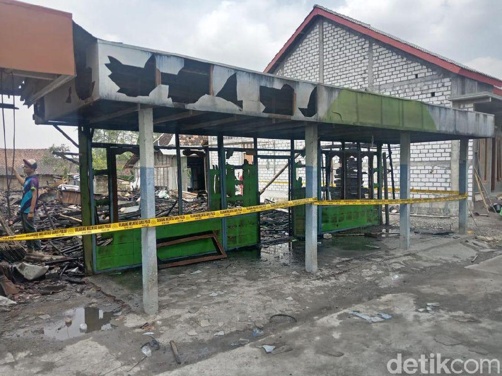 Ditinggal Kerja Bakti di Masjid, Sebuah Rumah di Lamongan Ludes Terbakar