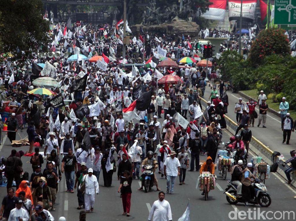 Orasi Aksi Mujahid 212 Minta Jokowi Turun, Kapitra: Tak Jelas, Ada Dendam Lama