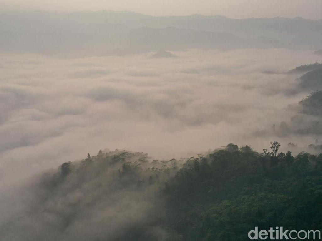 Ingat, Negeri di Atas Awan Gunung Luhur Masih Tutup Saat Tahun Baru