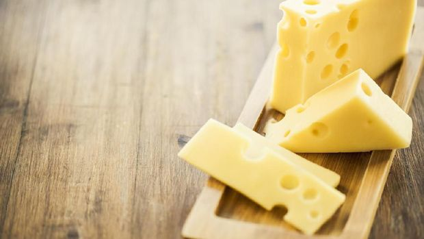 Ingredients: Emmental (swiss) cheese.