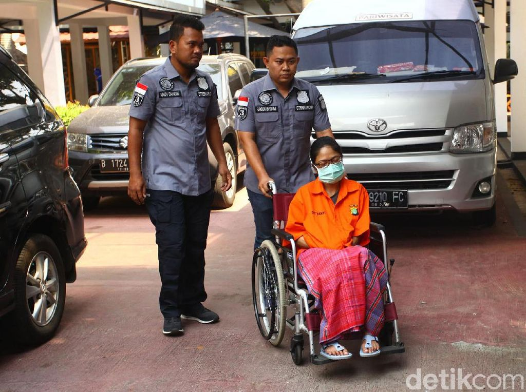 Polisi soal Putri Sri Bintang Pakai Kursi Roda: Tak Kuat Berdiri