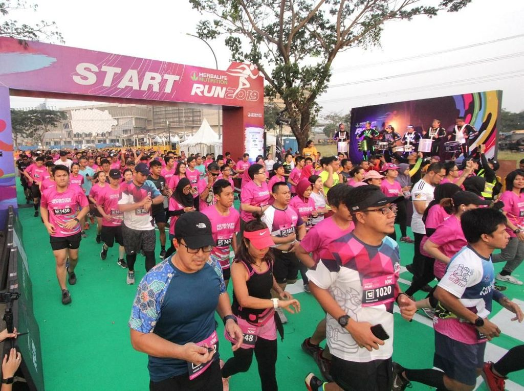 Tularkan Gaya Hidup Sehat Lewat Lari Maraton