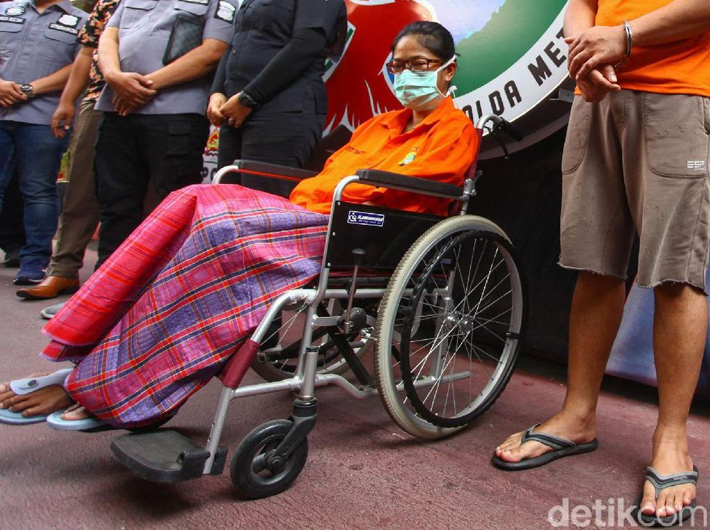Tertangkap Narkoba, Putri Sri Bintang Pakai Kursi Roda