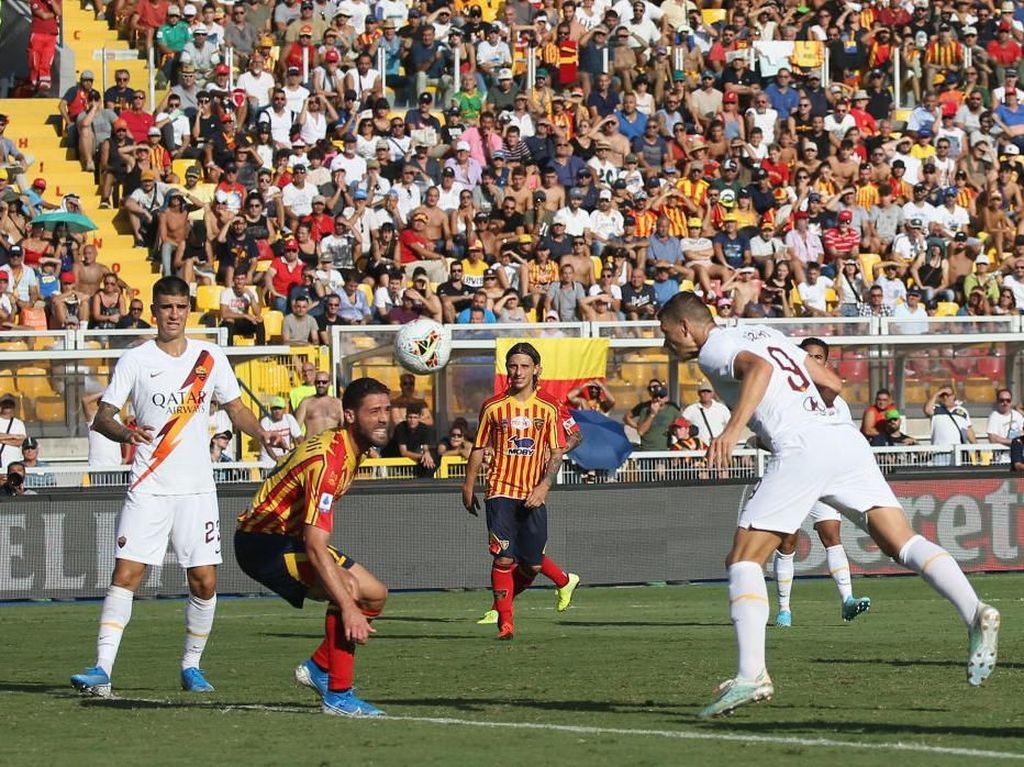 Hasil Lecce Vs Roma: Gol Tunggal Dzeko Bawa Il Lupi Menangi Laga