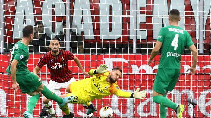 AC Milan tidak tampil sebagai sebuah tim saat digebuk Fiorentina 3-1 (Marco Luzzani/Getty Images)