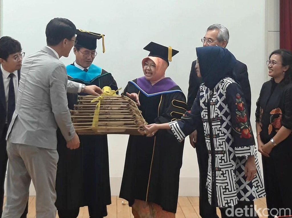 Rektor Tongmyong University di Korsel Kagum Permainan Angklung Risma