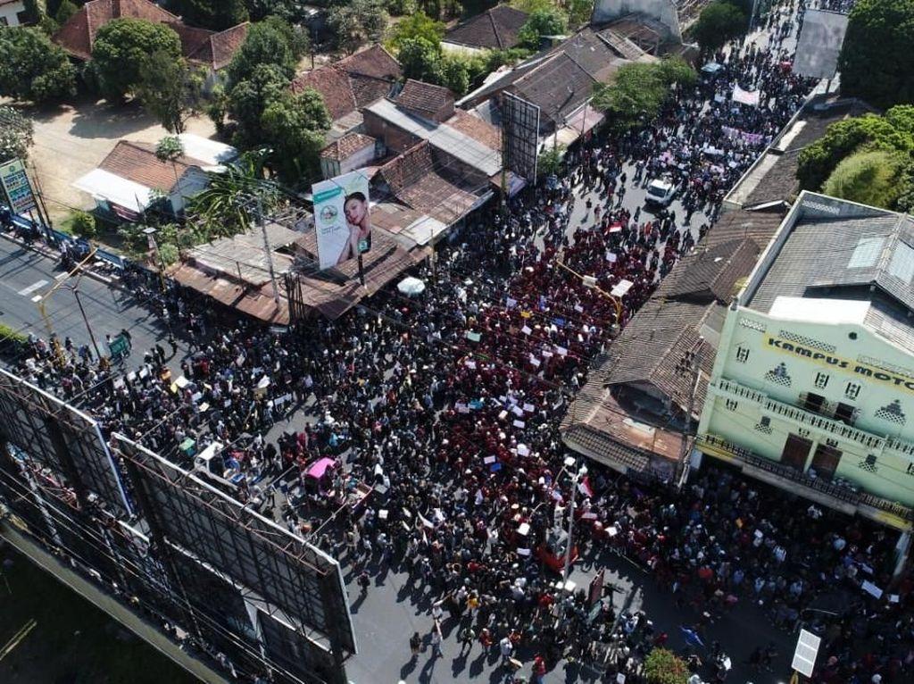 Penampakan Aksi #GejayanMemanggil2 dari Udara