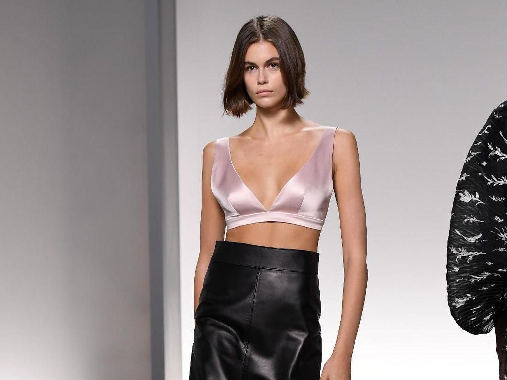 8 Momen Fashion Terbaik Kaia Gerber, Putri Cantik Cindy Crawford