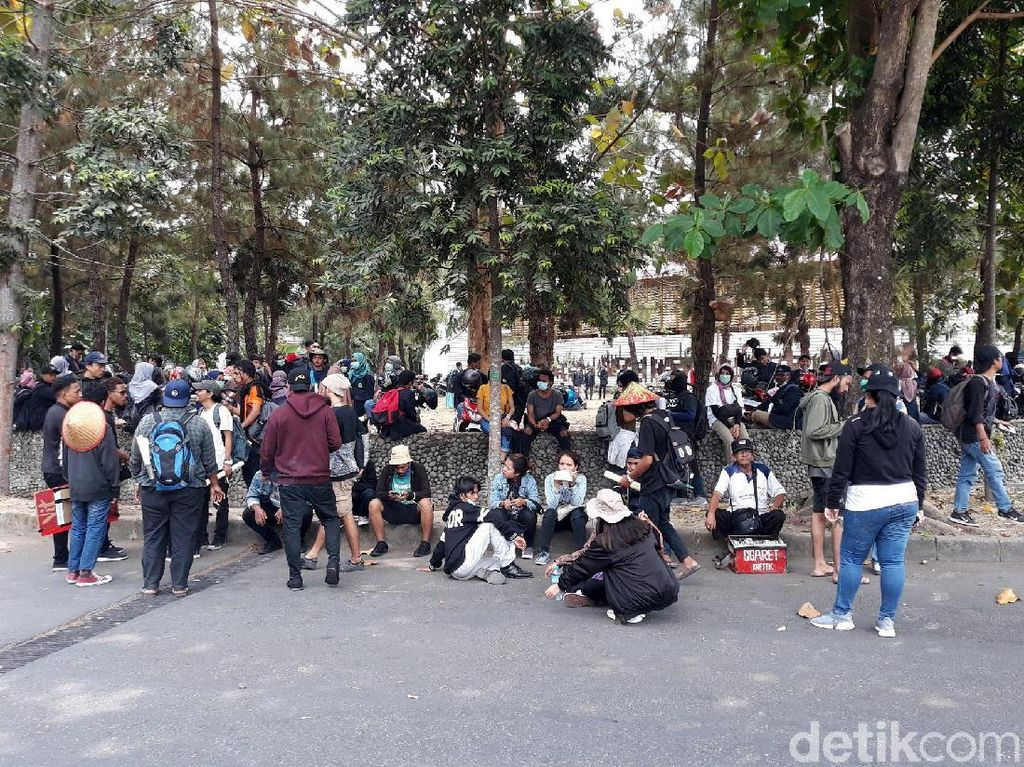 Massa Berkumpul di Bundaran UGM Jelang #GejayanMemanggil2