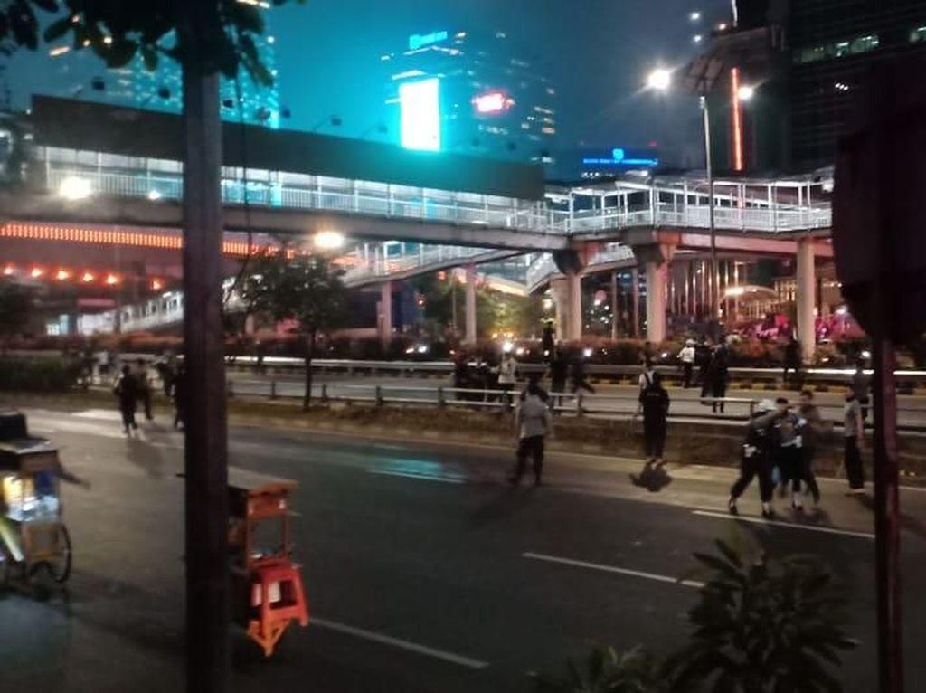 Ricuh Massa di Semanggi, Puluhan Orang Ditangkap Polisi
