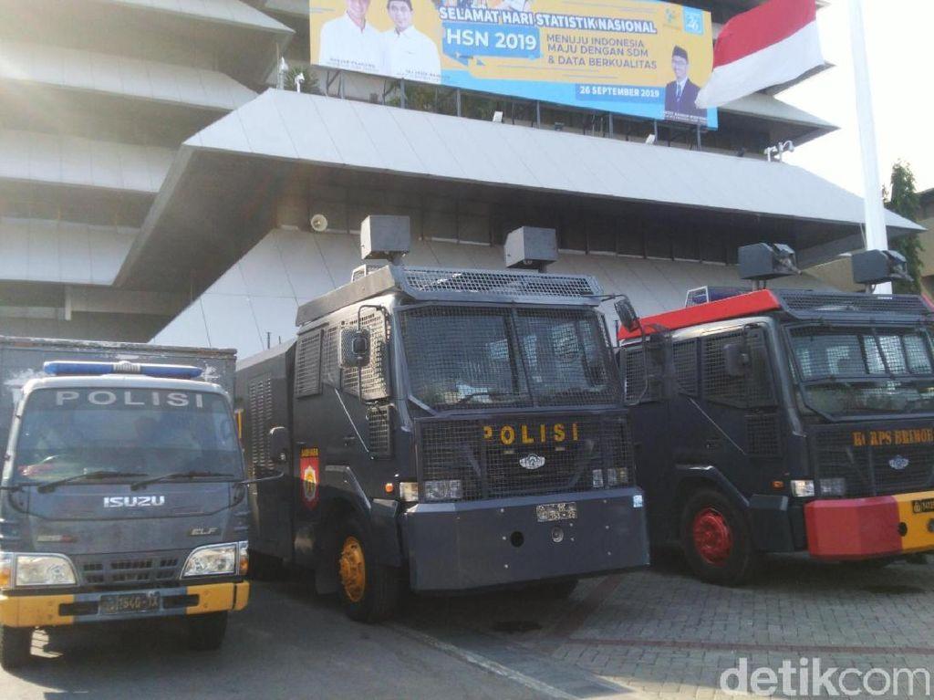 Ratusan Polisi dan Watercannon Siaga Jelang Demo #SemarangMelawan