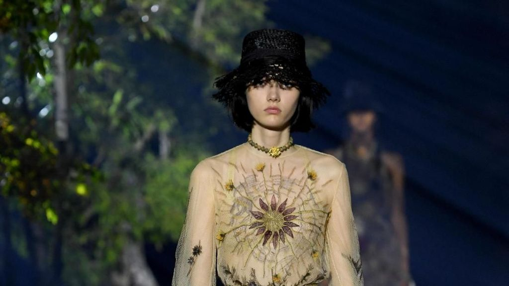 20 Busana Dior yang Terinspirasi dari Alam untuk Musim Semi 2020
