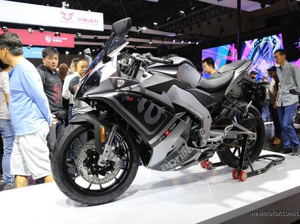 Motor Sport 250cc Aprilia Penantang CBR250RR dan Ninja 250