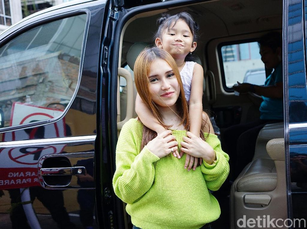 Dear Ayu Ting Ting, Enji Ingin Bertemu Anaknya