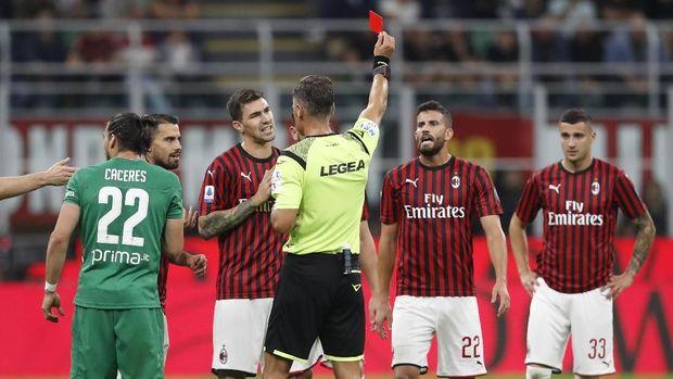 AC Milan tampil mengecewakan di awal musim.
