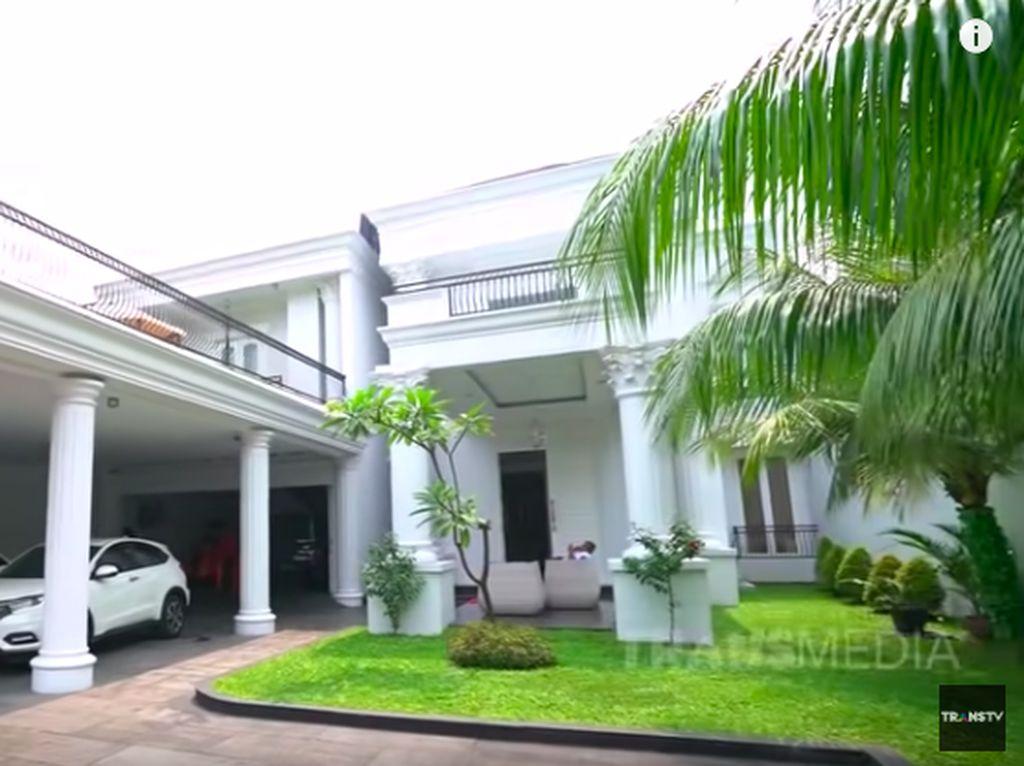 Foto: Intip Interior Rumah Iis Dahlia, Cicilannya Rp 250 Juta Sebulan