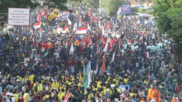 Ribuan mahasiswa menggelar unjuk rasa pada 2019 lalu dengan menyuarakan slogan Reformasi Dikorupsi