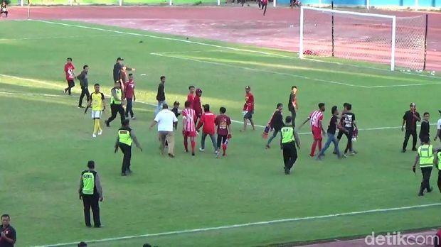 Liga 3: Baku Hantam di Laga Deltras Sidoarjo Vs Putra Jombang