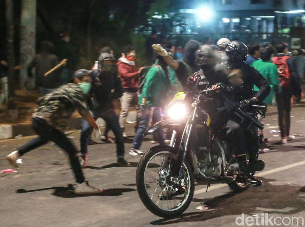 Momen Brimob Nyaris Digeruduk Massa
