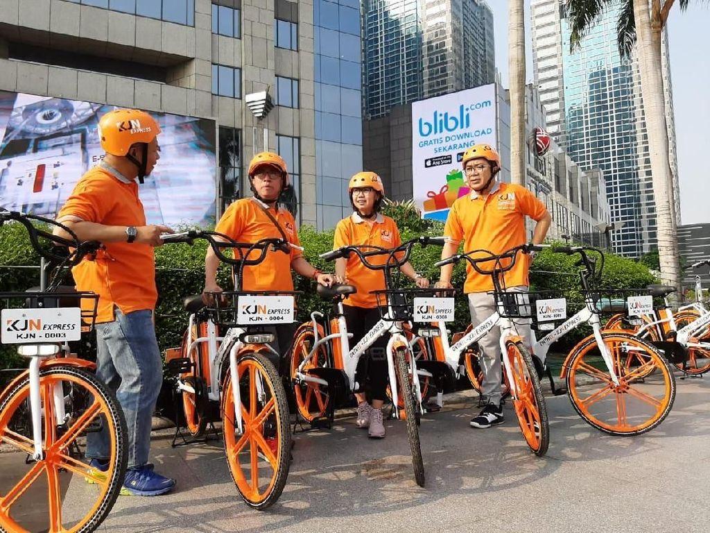 Jasa Pengiriman Logistik Ini menggunakan Sepeda Lho