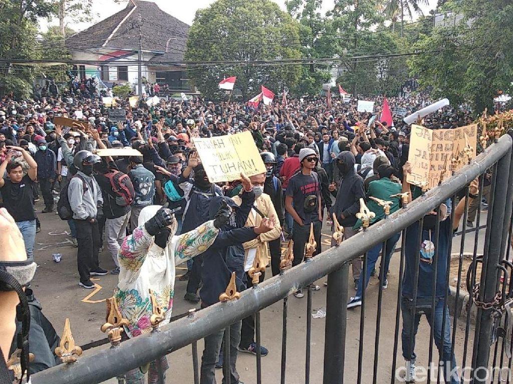 Respons Mahasiswa soal Anarcho Tunggangi Demo Ricuh di Bandung