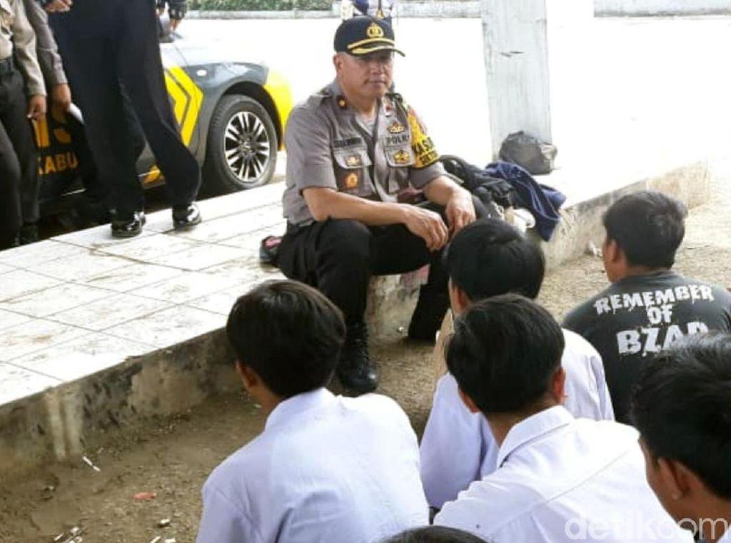 Polisi Amankan Puluhan Pelajar Sukabumi yang Akan Demo ke Jakarta