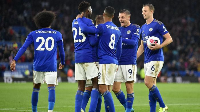 LEICESTER, ENGLAND - SEPTEMBER 29: Wilfred Ndidi of Leicester City celebrates with teammates after scoring his teams fifth goal during the Premier League match between Leicester City and Newcastle United at The King Power Stadium on September 29, 2019 in Leicester, United Kingdom. (Photo by Nathan Stirk/Getty Images)