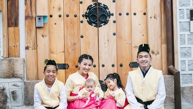 Betrand Peto bersama kaluarga Ruben Onsu