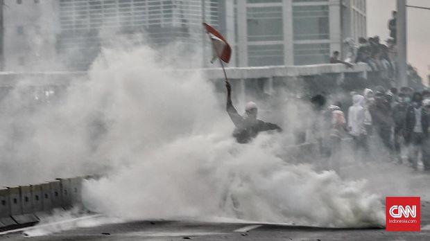 Polisi Sebut Pembawa Bendera di Aksi RKUHP Lempari Petugas