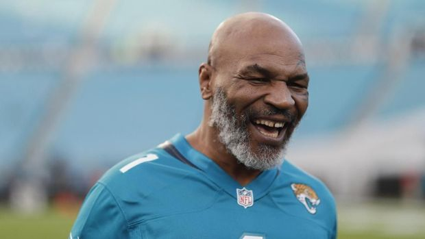 JACKSONVILLE, FLORIDA - SEPTEMBER 19: Mike Tyson looks on before the start of the Tennessee Titans at Jacksonville Jaguars at TIAA Bank Field on September 19, 2019 in Jacksonville, Florida.   James Gilbert/Getty Images/AFP