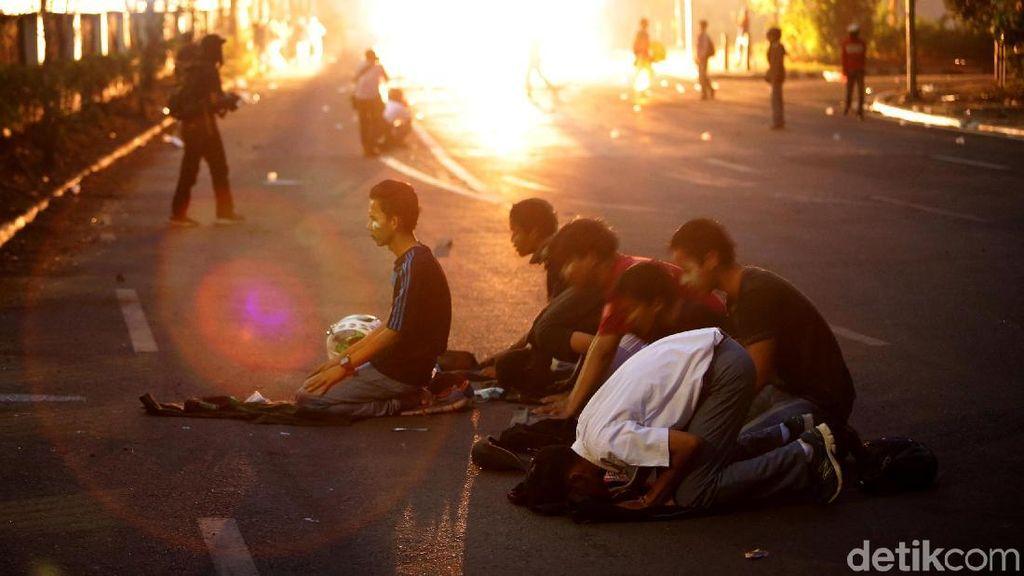 Massa Aksi Rusuh di DPR