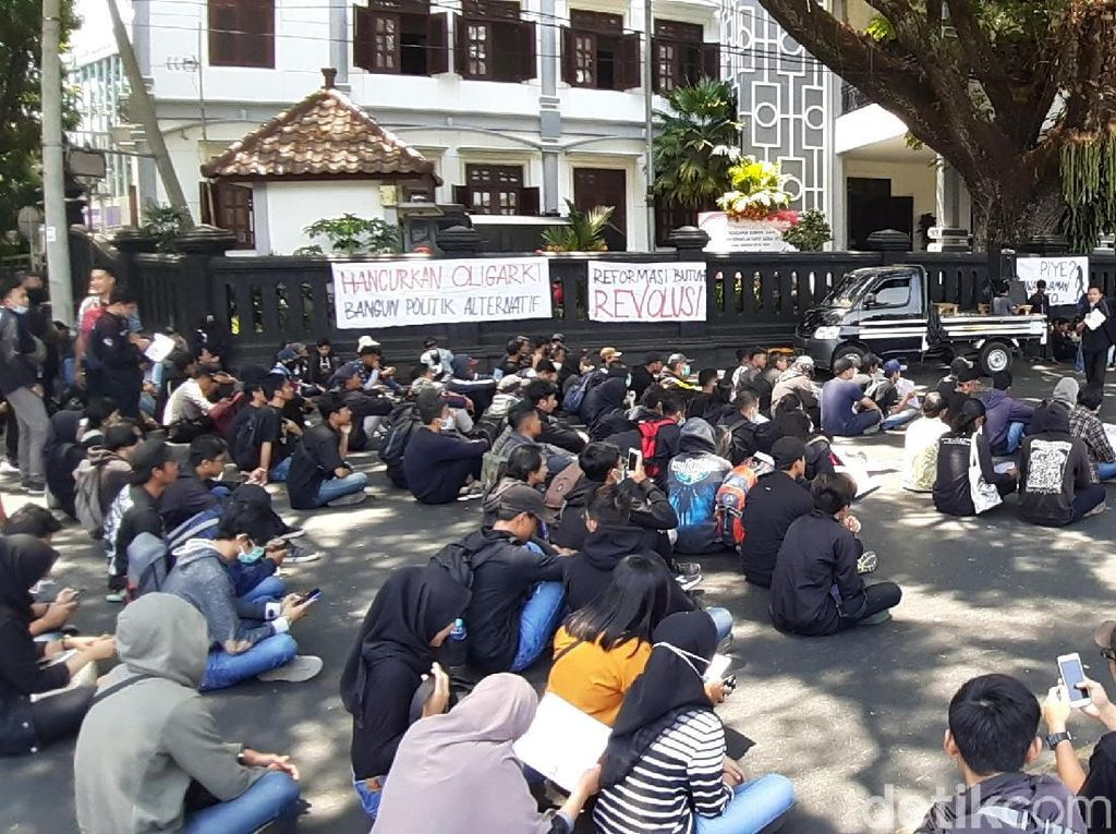 Dua Aksi Mahasiswa Ramaikan Kota Malang: Tolak Pengesahan RUU KUHP
