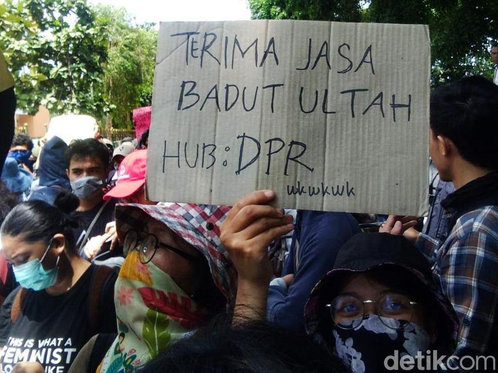 Beragam Poster Uneg-uneg Massa Aksi #GejayanMemanggil2