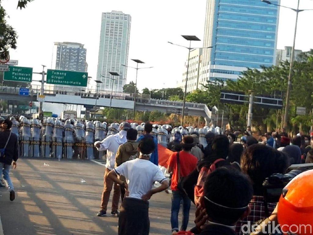 Lagi-lagi Demo Diwarnai Ricuh, Ini Pertolongan Pertama Bila Jatuh Korban