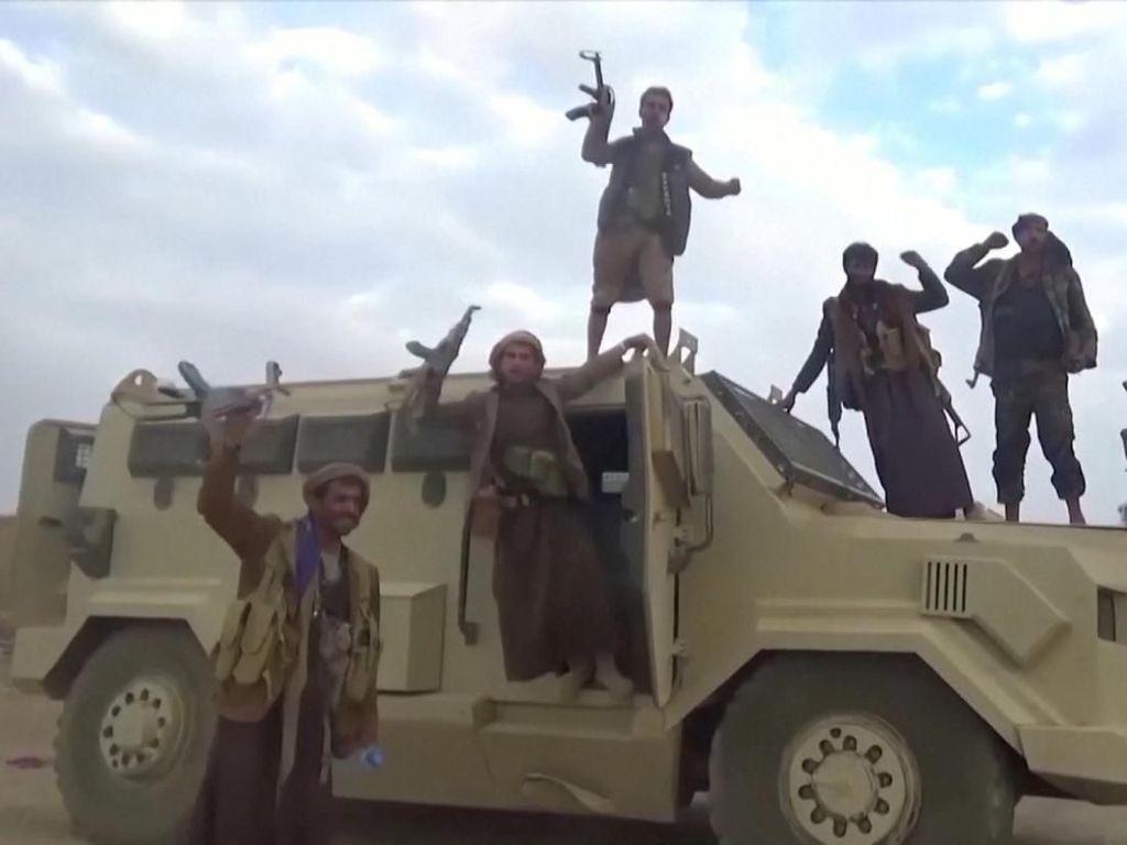 Pemberontak Houthi Membajak Sebuah Kapal di Laut Merah