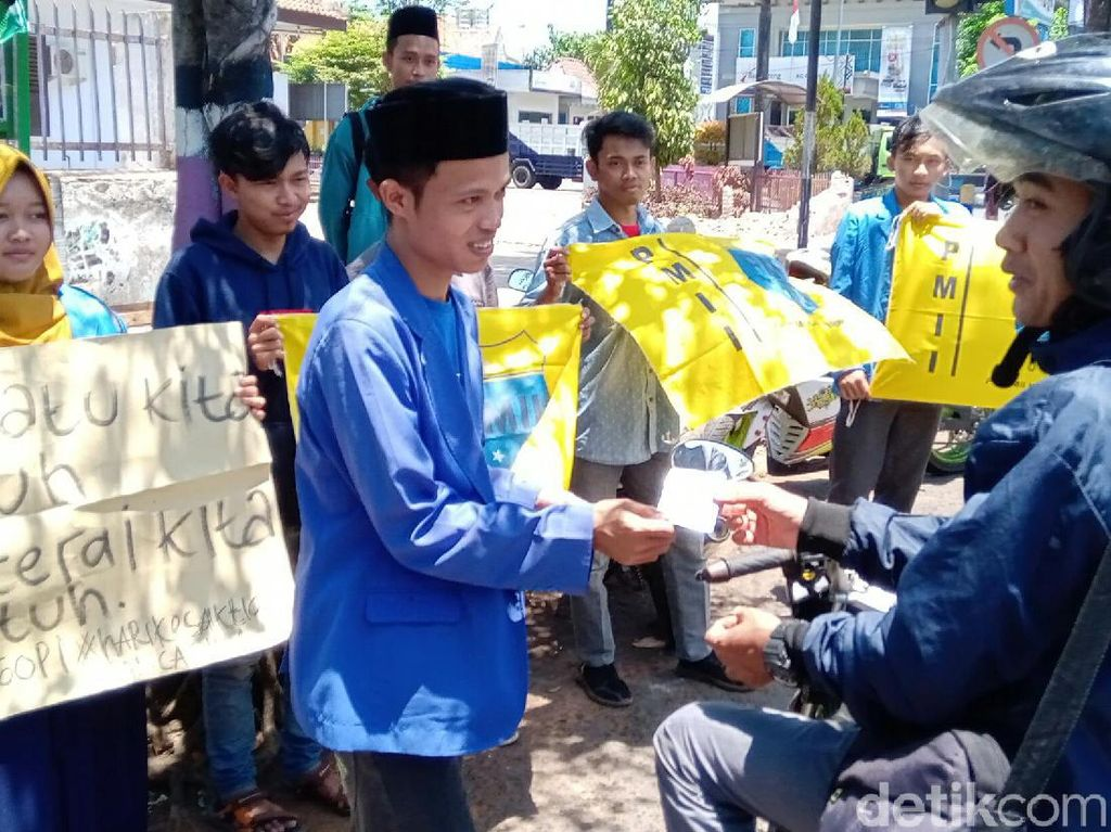 Sedekah Seribu Kopi, Aksi PMII Purworejo Bikin Sejuk Suasana